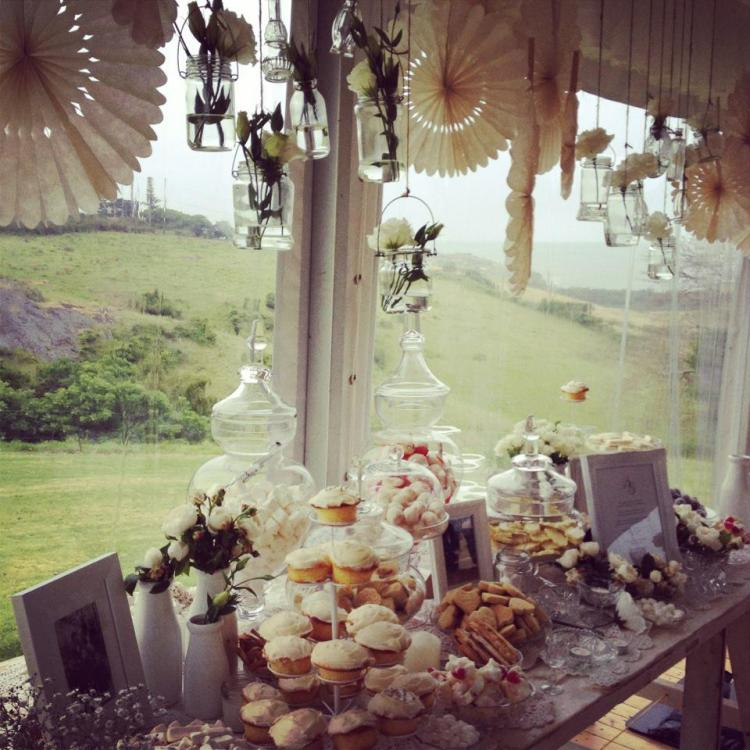 wedding table setting vintage lolly bar