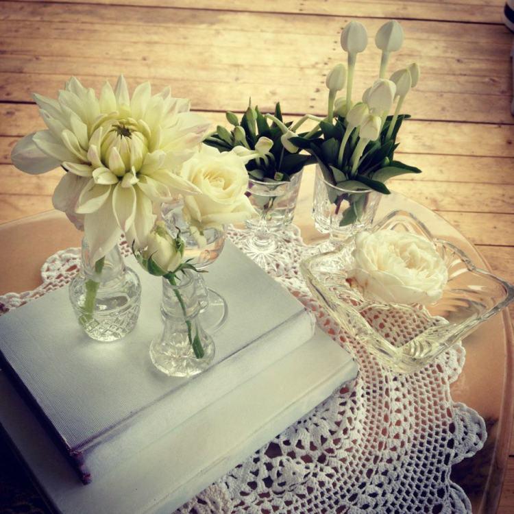 beautiful elegant table setting crystal