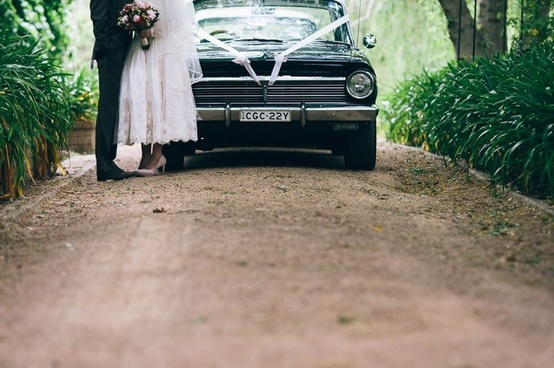 vintage wedding car bride and groom